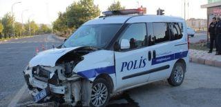 Polis Aracı ile Otomobil Çarpıştı! Yaralılar Var