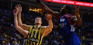Fenerbahçe Euroleague'da Anadolu Efes'i Affetmedi