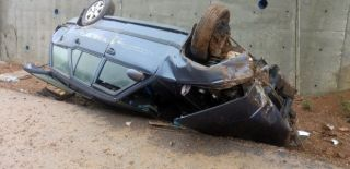 Zonguldak'ta Yoldan Çıkan Otomobil Takla Attı