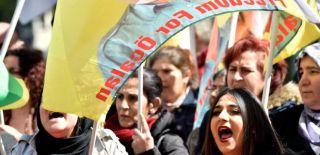 O Ülkede Skandal! PKK'lılar Türklere Saldırdı!