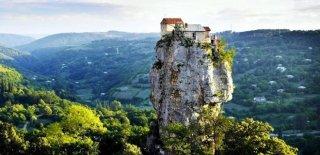 Dünyadaki En Güzel ve İzole Olmuş 10 Gizli Ev