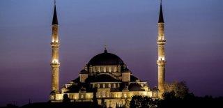 Felak Suresi Okunuşu, Anlamı, Türkçe Arapça Yazılışı ve Faziletleri