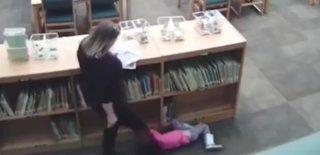 Vicdansız Öğretmen Beş Yaşındaki Öğrencisini Yerde Tekmeledi!