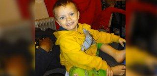 4 Yaşındaki Kardeşini Döverek Bağırsaklarını Patlatıp Öldürdü!