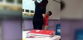 Vicdansız Öğretmen Minik Öğrenciyi Böyle Tokatladı