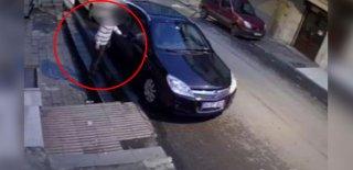 Sahiplerinden Kaçtı Ama Kameralardan Kaçamadı! Oto Hırsızı Böyle Yakalandı!
