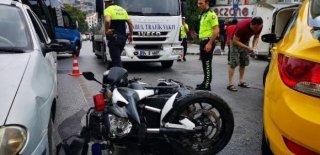Üsküdar'da Kaza! Trafik Polisinin Ayağı Kırıldı!