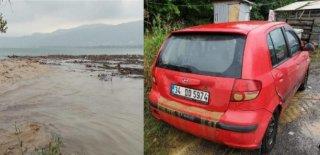 Kocaeli'nde Aniden Bastıran Yağmur Zor Anlar Yaşattı!