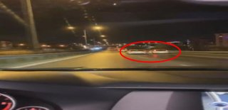 Pendik'te Yan Yana İlerlediği Otomobil Sürücüsüne Sopayla Saldırdı