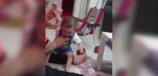 Bebeğini Döve Döve Yürümeyi Öğretmeye Çalıştı! Vicdanları Sızlatan Görüntüler…