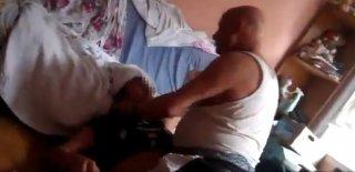 19 Yaşındaki Kızını Boğmaya Çalıştı! İşkenceci Baba Kameraya Yansıdı!
