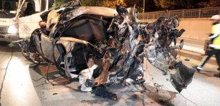 Yüksek Hızda Makas Atarak İlerlediği İddia Edilen Otomobil Alt Geçide Düştü! 2 Kişi Ağır Yaralandı