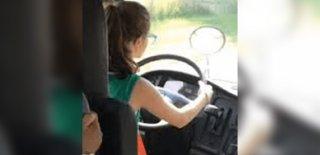 11 Yaşındaki Öğrenciye Servis Otobüsünü Kullandırdı!
