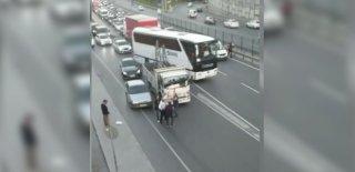 Trafikte Yol Verme Tartışması Sopalı Kavgaya Döndü! O Anlar Cep Telefonu Kamerasıyla Kaydedildi!