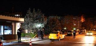 Tartıştığı Karısı Tarafından Bıçaklandı! Kendisini Taksi Durağına Zor Attı