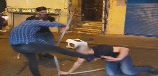 Taksim'de Tekme Tokatlı Kavga! Ellerine Ne Geçtiyse Fırlattılar!