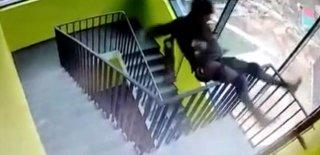 Merdiveni Tek Eliyle Çıkmak İsterken Canından Oldu! Kan Donduran Görüntüler…