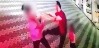 Akılalmaz Görüntüler! Boşandığı Eşini Kucağında Çocuk Varken Tekme ve Tokatlarla Dövdü…