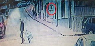 Pencereden Düşen 1.5 Yaşındaki Çocuk Yaralandı! İkizi Direğe Çıkıp Kurtarıldı!