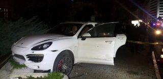 Şişli'de Mekandan Çıkan Lüks Araçlara Adeta Kurşun Yağdırdılar! Yaralılar Var