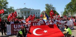 Türkler Beyaz Saray Önünde