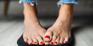 Ayak Terlemesi Neden Olur? Terleyen Ayaklar İçin 10 Doğal Yöntem