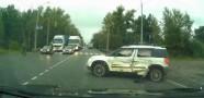 Tank Duran Arabaya Çarptı