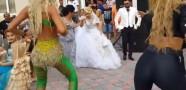 Düğünde Twerk Yaptı