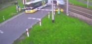 Tren Otobüse Çarptı